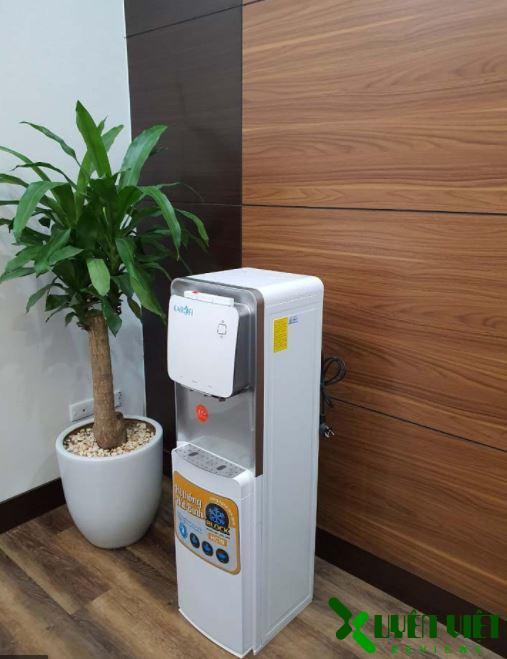 cây nước nóng lạnh karofi